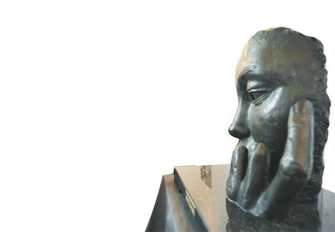 西班牙艺术家艾贝勒的雕塑作品。