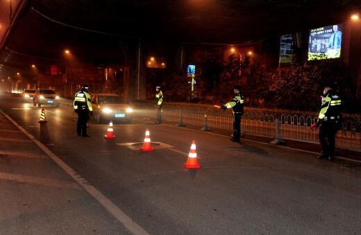 新年济南首个醉驾司机被查 快递小哥称庆祝跨年喝两瓶