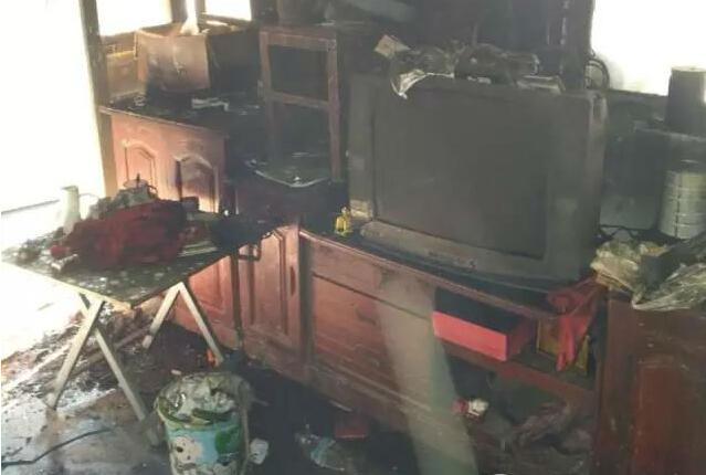 美的冰箱买了不到仨月突然起火 损失12万厂家只赔2万?