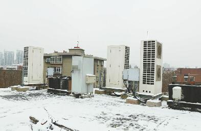 居民楼顶私自安装基站? 市民投诉称安装