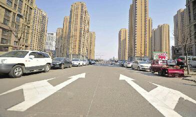 济南西客站片区首设单行道 道路两侧禁停机动车