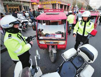 """济南""""老年代步车""""的罪与罚 无回购政策加剧治理难度"""