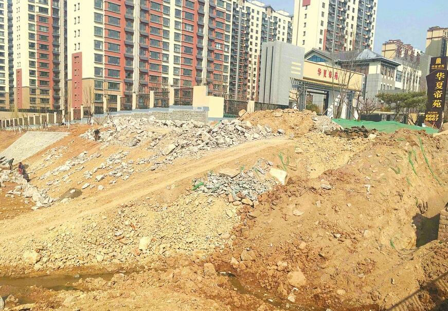 济南华夏帝苑西南角建筑垃圾未覆盖 附近居民盼整治