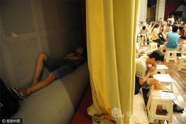 """摄影师5年实拍济南城市那些奇葩""""睡姿"""""""