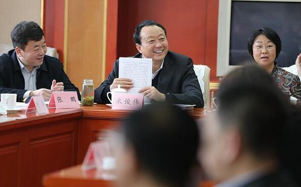 济南市第十一次党代会代表分组讨论市纪委工作