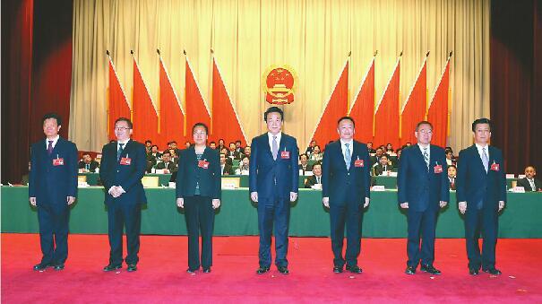 殷鲁谦当选为市人大常委会主任 王忠林当选为市长