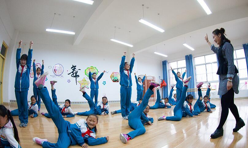 """德州:农村小学配备舞蹈教室 乡村孩子插上""""艺术翅膀"""""""