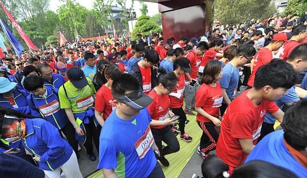 首届环湖越野行走大会在大明湖举行 意在展示济南城市形象