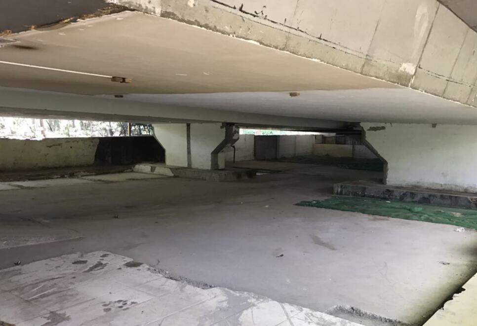 燕山立交桥下多处违建拆除完毕 月底前桥下违建将全部拆完