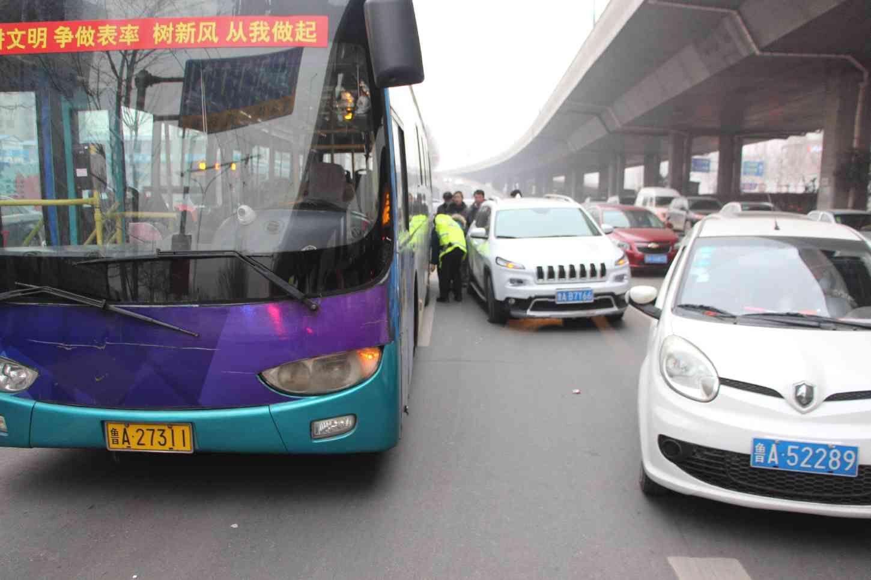 5000元以下损失轻微事故不快速撤离 济南62人被扣车