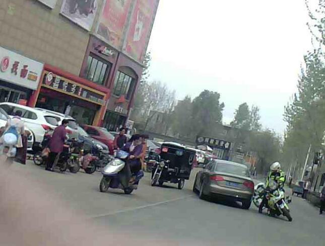 """济南交警全城通缉6天后 撞倒骑警逃跑的""""奥迪男""""自首了"""