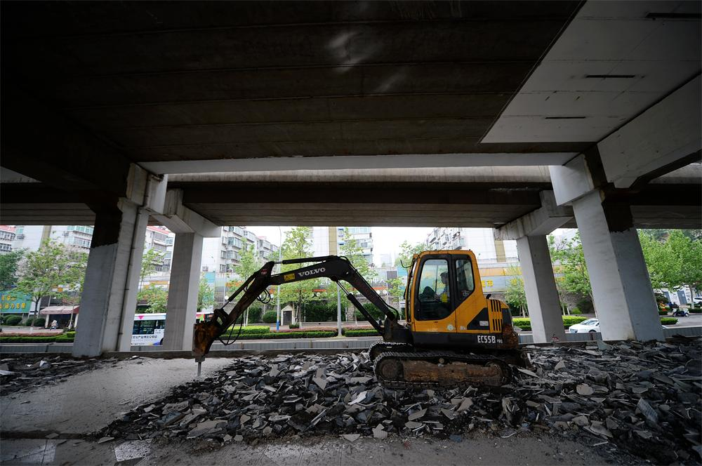 顺河高架下违建已拆除 停车场正式开始建设