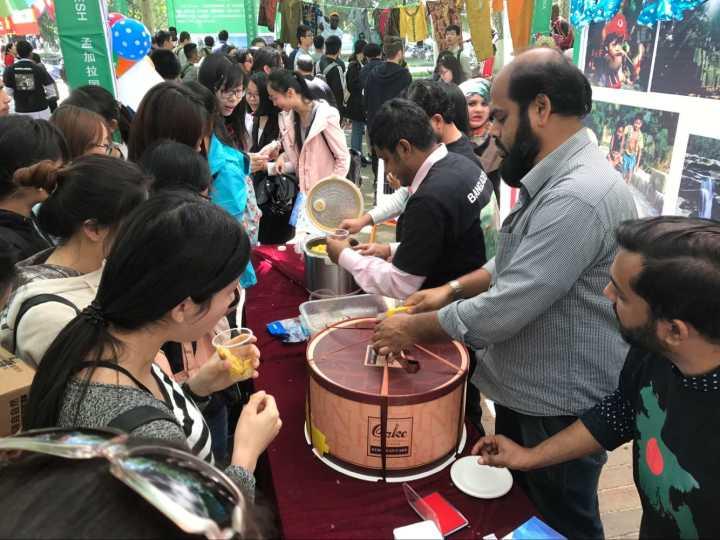 感受异国风情_山东大学举办国际文化节