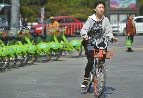 """《人民日报》竖起大拇指 共享单车骑出了""""济南模式"""""""