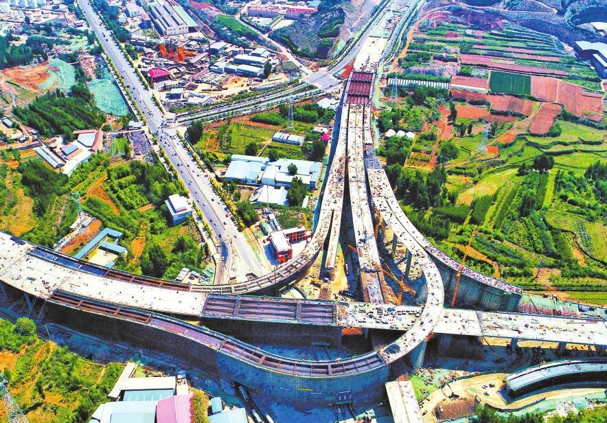 济南凤凰山互通立交拔地而起 今年9月与南绕城高速相接
