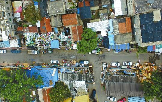 济南百米海晏门街横跨两个区 废品收购站扎堆隐患重重