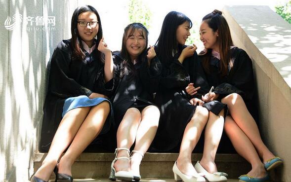 """毕业季来临 被各款毕业照刷屏的感觉就是一个大写的""""青春"""""""
