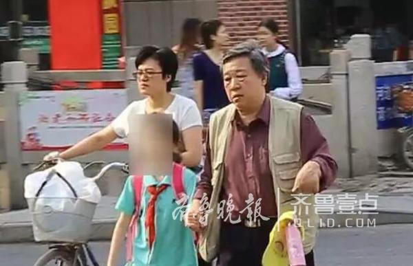 济南交警持续放大招:曝光行人闯红灯 严查开车打电话