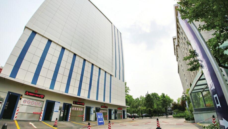 """济南""""全市最高""""停车场投用 可容纳144辆轿车"""