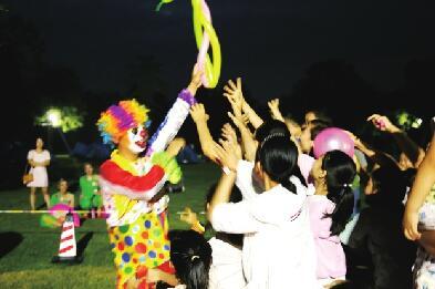 篝火狂欢一起嗨 济南植物园露营节火爆开场