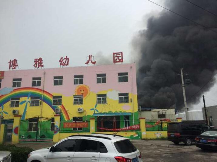 突发!济南二环西路西侧一仓库着火 紧邻一幼儿园已疏散