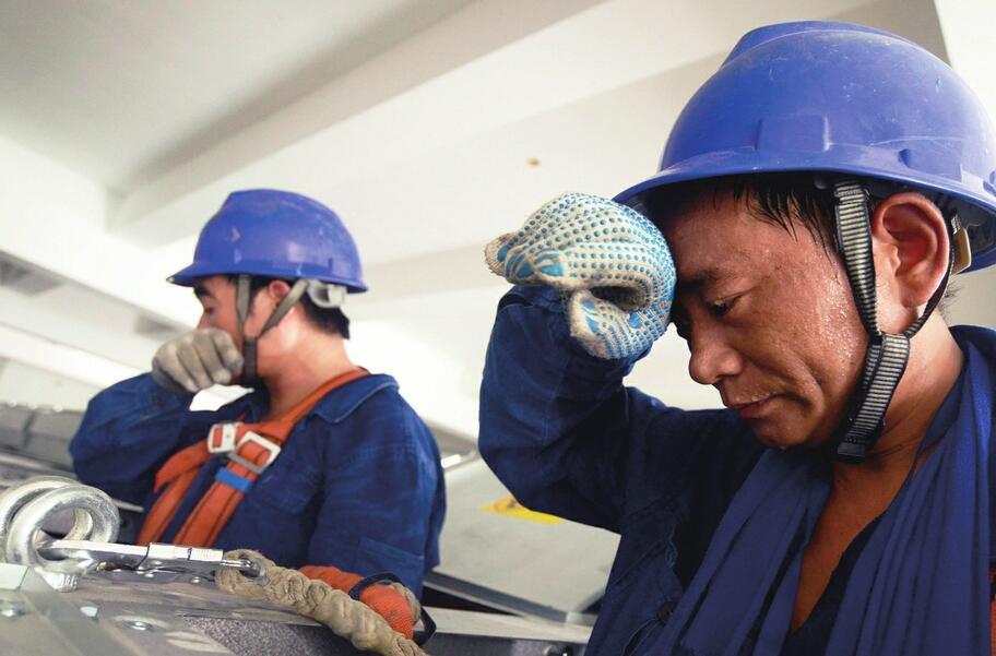致敬高温下的劳动者!挥汗如雨的脸庞 最美的劳动颂歌