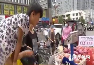 帮帮他!菏泽8岁男孩街头卖洋葱 只为救患病妈妈