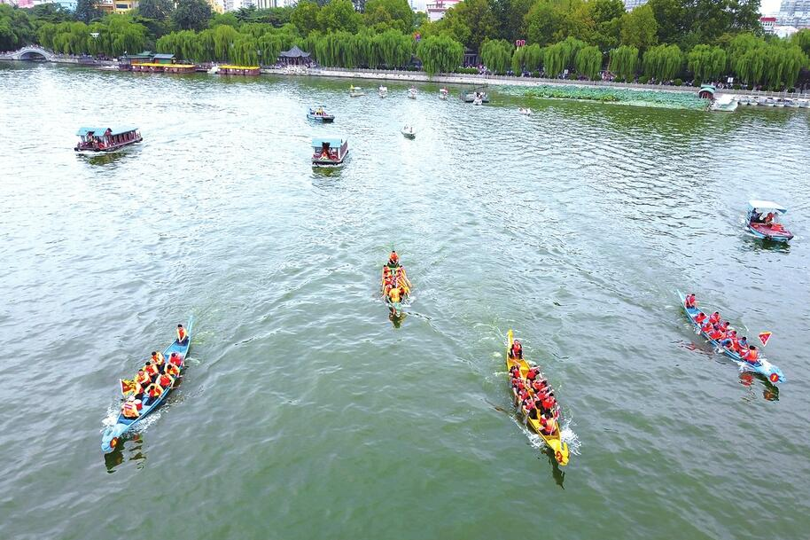 第十八届明湖龙舟赛在天下第一泉大明湖景区举行