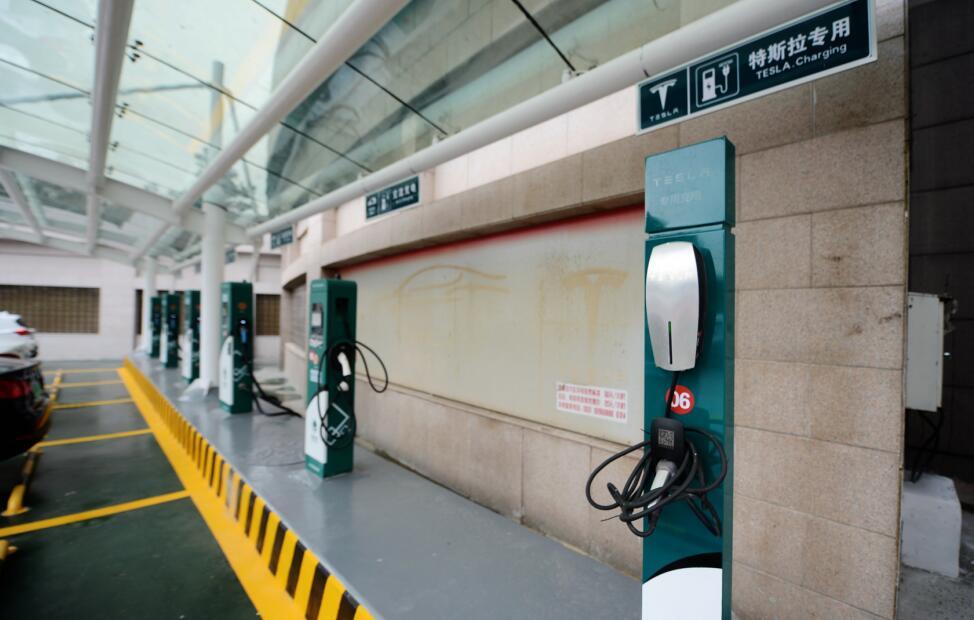 济南马鞍山路停车场建充电桩,充电一小时最贵50元