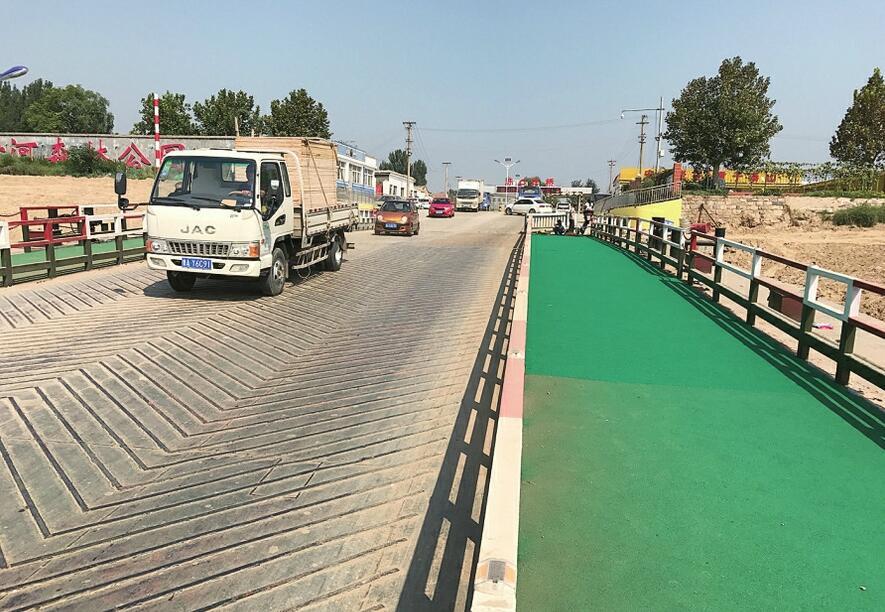 """济南泺口浮桥""""穿""""绿衣 增设了非机动车道"""