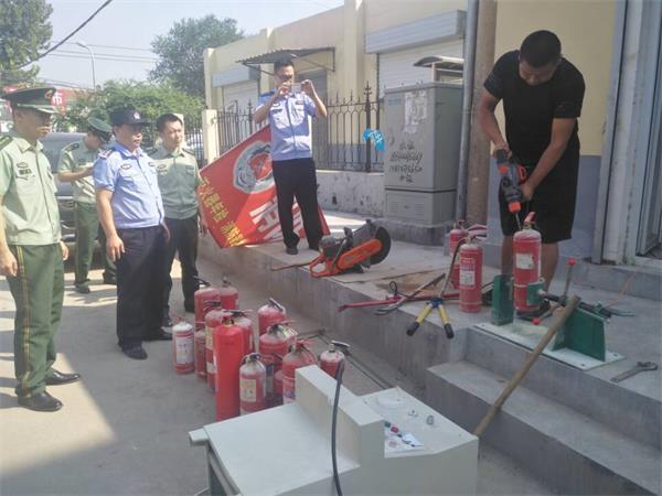 济南:灭火器也敢非法充装? 一街头消防小作坊被端掉