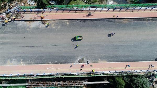济南:郎茂山新建大桥通车 瓶颈路拓宽至20米