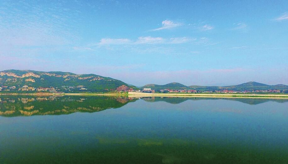 济南:秀美南山 水天一色