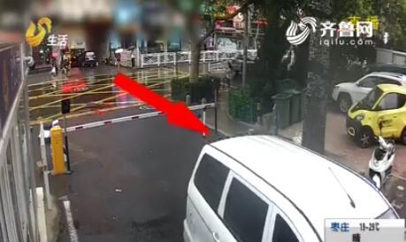 """青岛醉酒司机将车直接开进交警队 迫不及待要""""自首""""?"""
