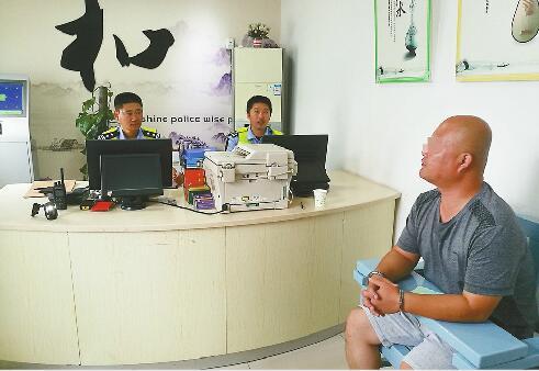 济南:开车不挂牌被查 男子竟是网上被追逃的嫌疑人