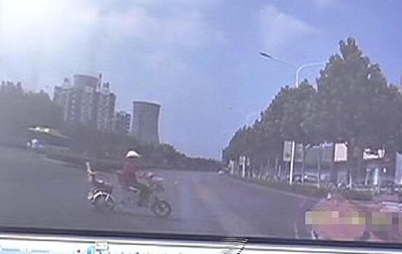济宁女子骑三轮车横穿马路被撞身亡仍担责 因未做这一点