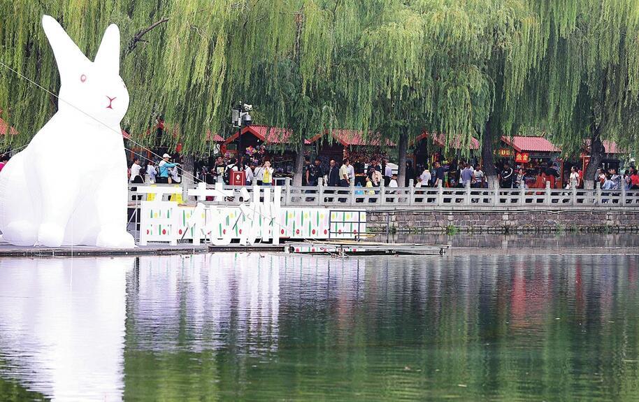 济南:欢乐度国庆 最美中国红