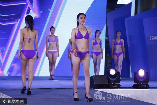 400多名模特穿性感泳装T台走秀 美女云集秀长腿令人大饱眼福