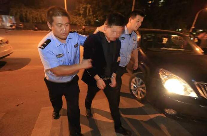 """杀人犯潜逃19年 在88必发官网落网后称""""踏实了"""""""