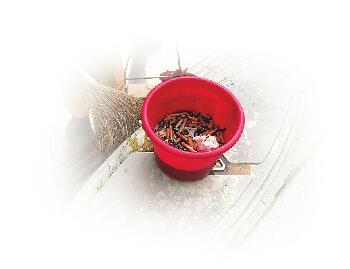 """""""小烟头""""折射""""大文明"""" 济南一位环卫工每天捡拾烟头数千个"""