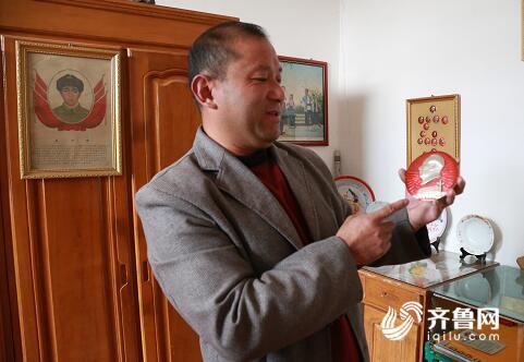 临沂46岁农民痴迷红色物件收藏十三年 为收藏跑遍周边城市