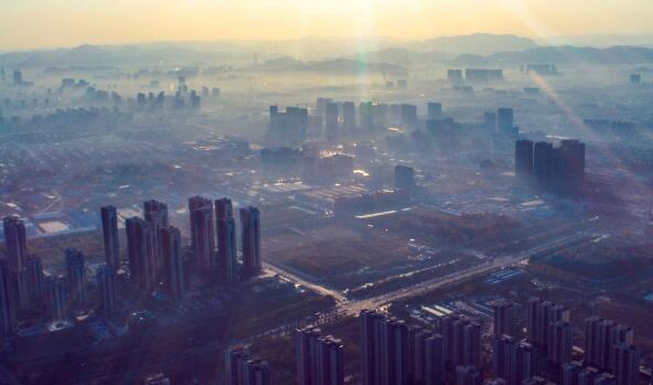 济南供暖首日薄雾似纱 空气质量达到良