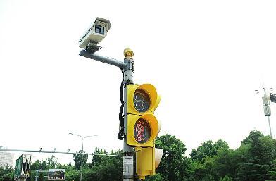 济南交警以创城为契机掀起路口 济南式过马路成为全国品牌
