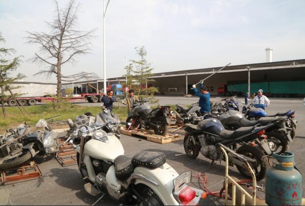 济南一批大排量进口摩托车被集中销毁 最高价值20万