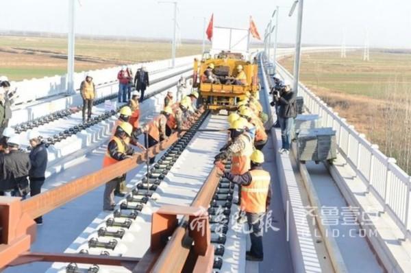 济青高铁青岛段开始铺轨 明年通车全程只花1小时