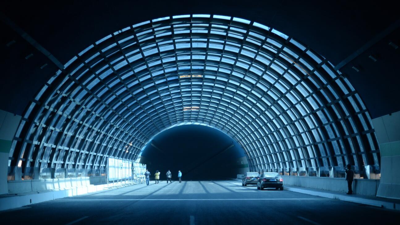 """济南首个""""阳光隧道""""全部建成 棚洞桥打造成山间隧道"""