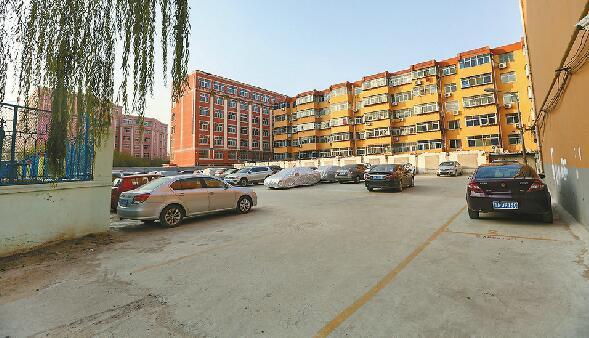 济南鑫达小区划车位收费  物业公司被指合同到期收费越权