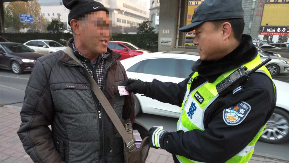 济南已有26人因车道内乱发小广告被查 3人被移交派出所