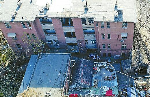 """三四十岁老楼仍在""""服役"""" 居民:警校片区啥时改造?"""
