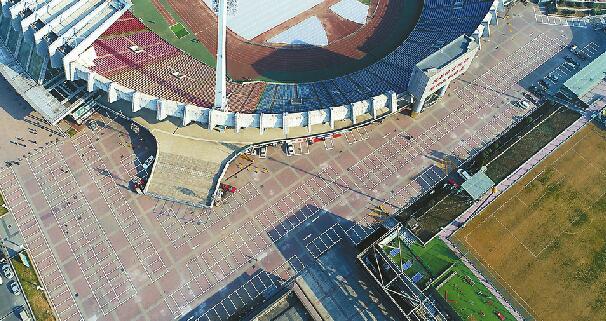 济南:省体外场停车场升级 可同时停车650辆